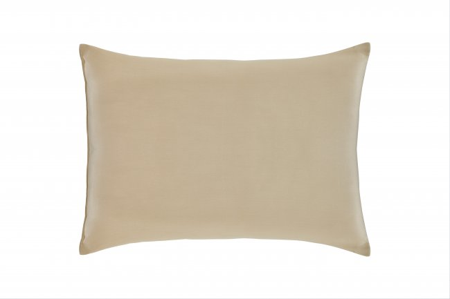 Organic merino wool creates a soft and supportive pillow.