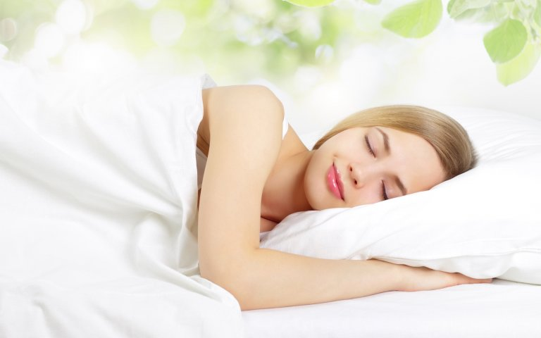Women sleeping comfortably on a natural Talalay latex mattress.